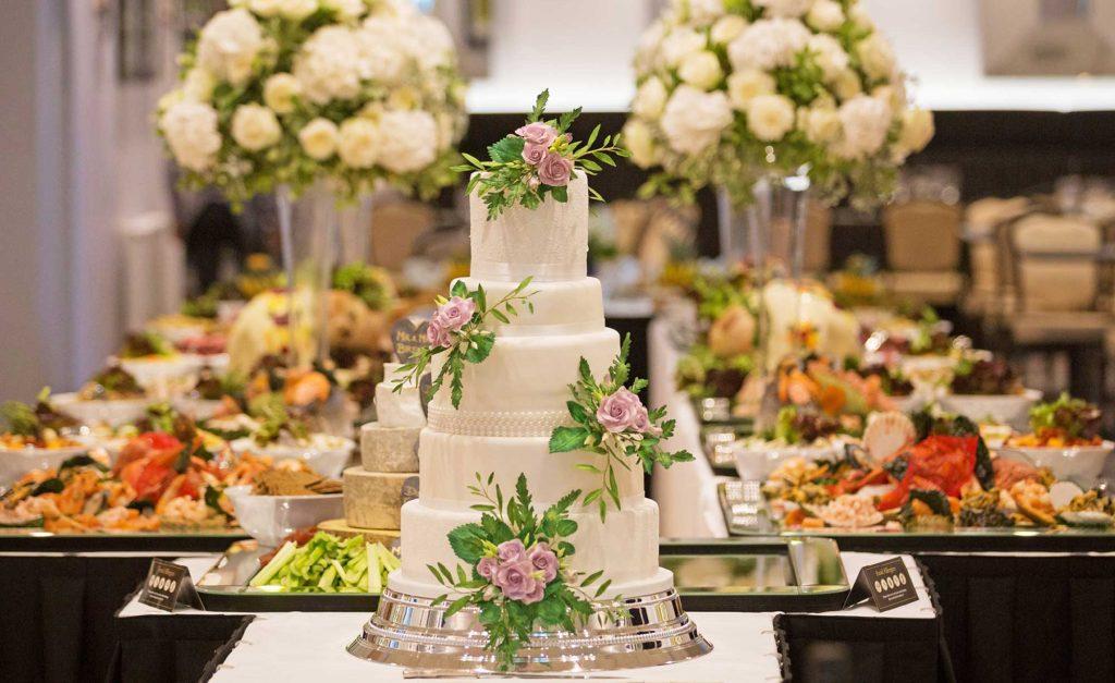 WEDDING PLANNING TIPS: BUFFET VS. PLATED DINNER